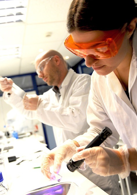 Laboratory technicians at Genopole