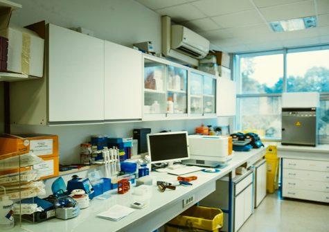 laboratoire à la pépinière d'entreprises Genopole